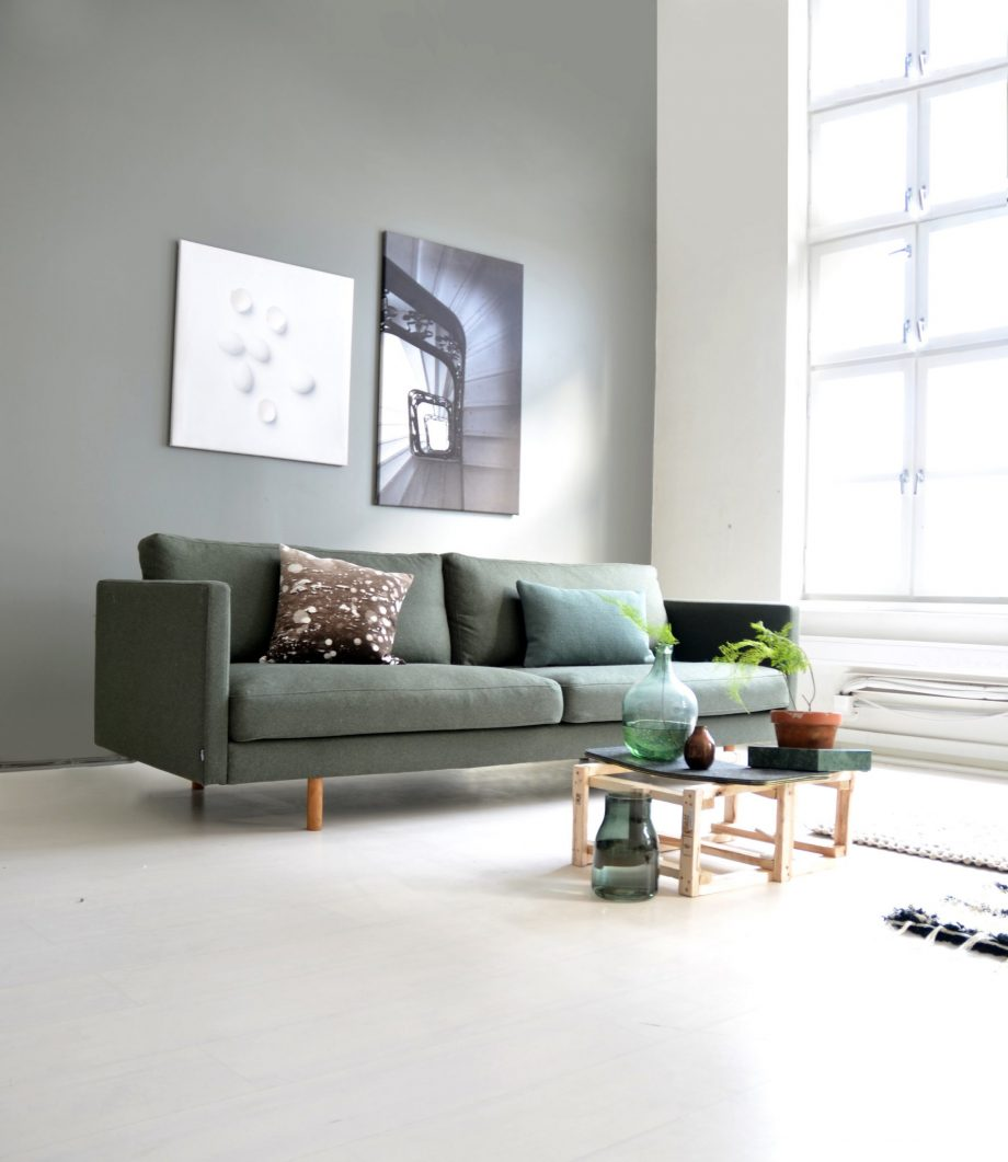 S Sofa Svev 240 WoolyBottleGreen 02 920x1061 - Svev sofa