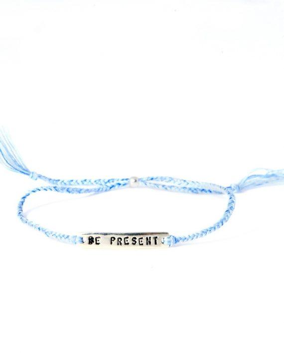 be present blue silver 570x708 - Armbånd - BE!NOTICED, BE PRESENT, blå og sølv