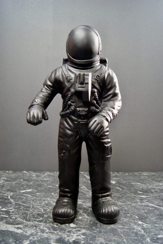 NY9288200 570x851 - Astronaut - Black