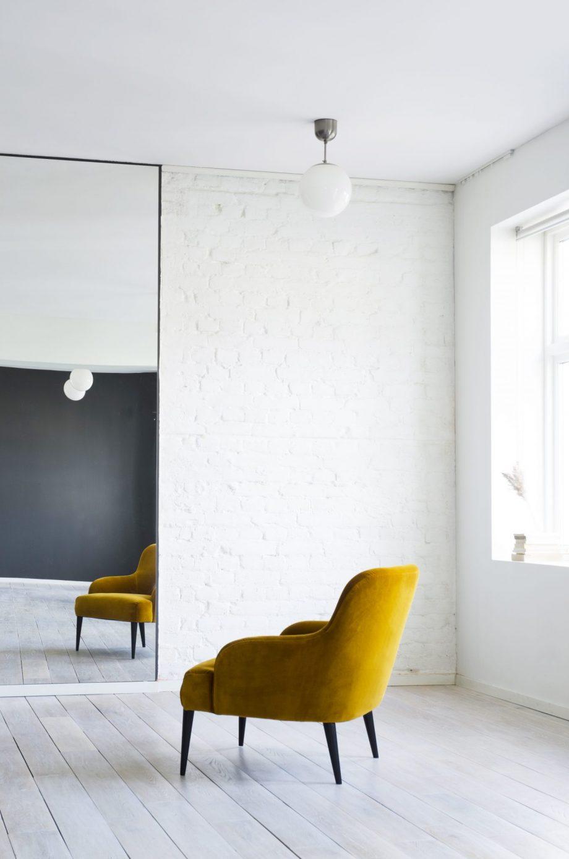 S LoungeChair Vika Ritz gull 02 920x1389 - Vika loungestol