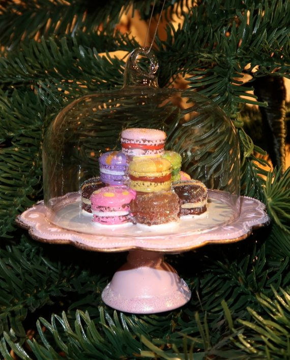 IMG 4093 570x708 - Cake stand with macaroons