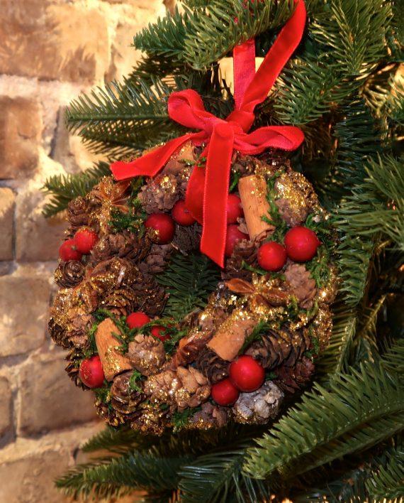 IMG 4452 570x708 - Julepynt - Krans med bær og kongler