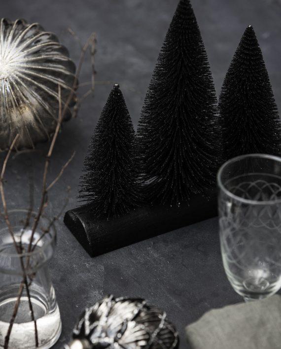 """web1800 grey og0130 03 570x708 - Juletre - """"Trees in a line"""" Black"""