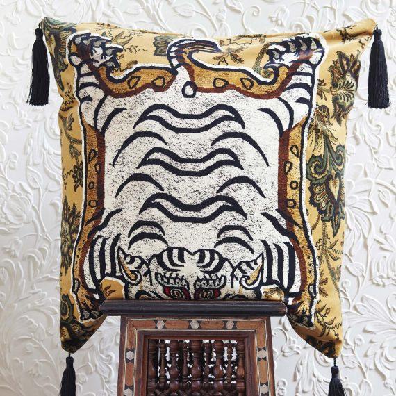 tigris large velvet tassel cushion indienne ochre 2 570x570 - Pute - Tigris, Velvet - House of Hackney