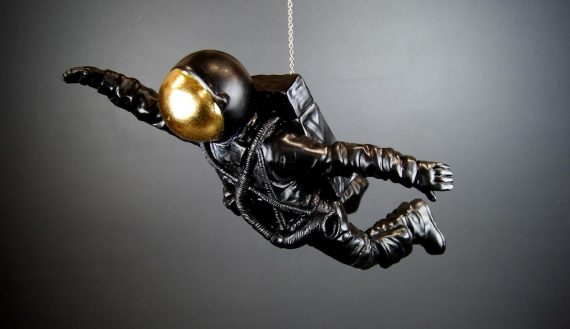 "NY9342351 570x329 - Astronaut ""flying"" - Black & gold"