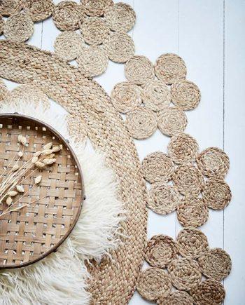 """p002AW19 350x435 - Rundt gulvteppe """"juni-flowers"""" - Jute, 150 cm"""