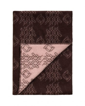 3421 2cc1756d65 tomwoodblanketprintbrown3 full 1 350x435 - TomWood x Røros Tweed - Ullpledd logo print brown