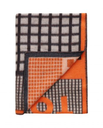 3421 3994527b0d tomwoodblanketlogoprintorange3 full 1 350x435 - TomWood x Røros Tweed - Ullpledd logo print orange