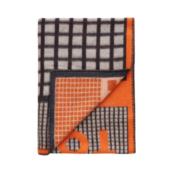 3421 3994527b0d tomwoodblanketlogoprintorange3 full 1 570x570 - TomWood x Røros Tweed - Ullpledd logo print orange