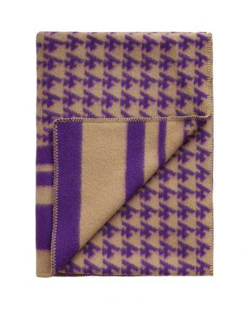 3421 3fff67dc99 tomwoodblanketlogopurple3 full 1 350x435 - TomWood x Røros Tweed - Ullpledd logo print purple