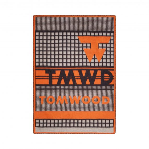 3421 78663c3128 tomwoodblanketlogoprintorange1 full 1 570x570 - TomWood x Røros Tweed - Ullpledd logo print orange