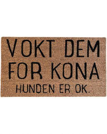 """584940 1 350x435 - Dørmatte - """"Vokt dem for kona, hunden er ok"""""""