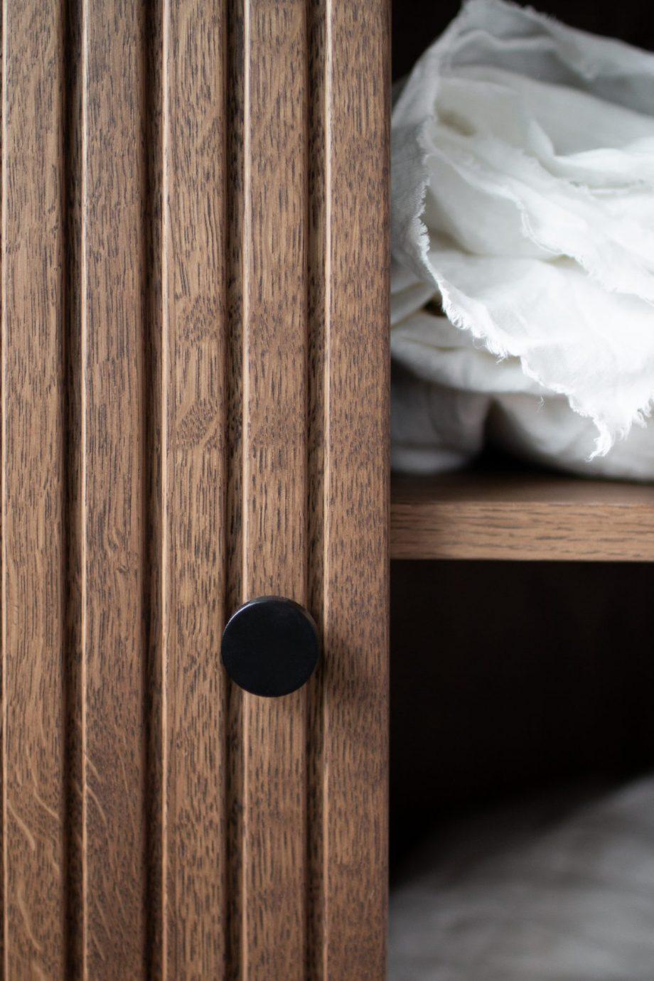 S Storage Cabinet Dis h168 Grooved ER Detail 03 920x1380 - Dis skap 168