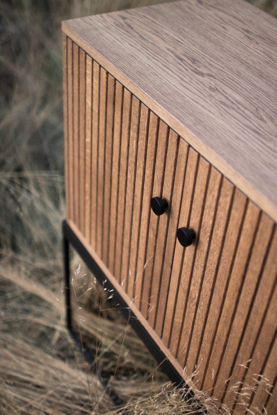 S Storage Sideboard Dis 120 Grooved detail ER 01 570x855 - Dis skap 120