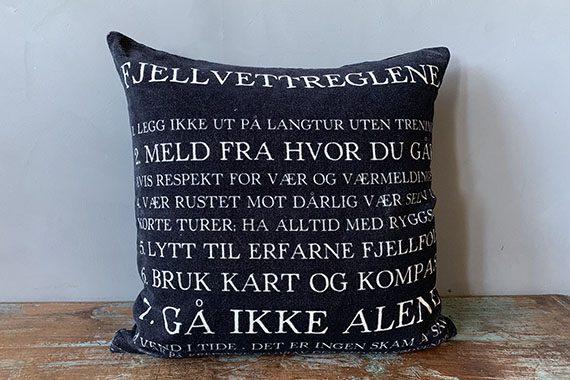 "T52911 570x380 - Putetrekk - ""Fjellvettreglene"", velur 50x50 cm"