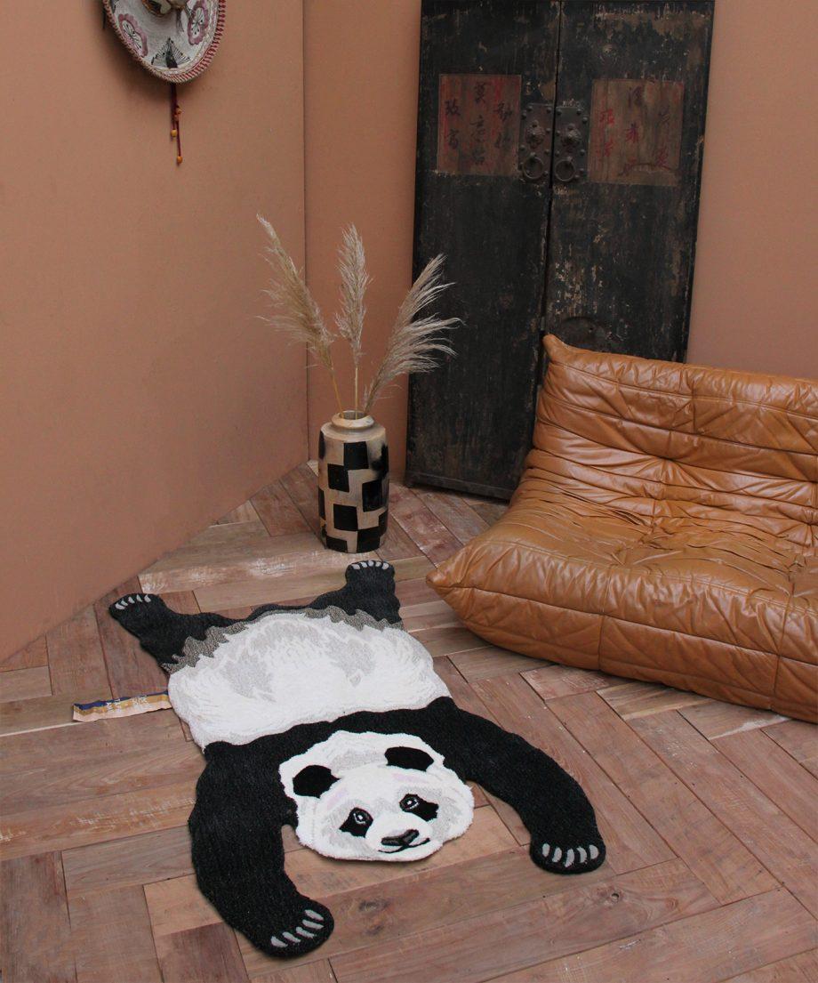"""1.45.10.051.020.5 Plumpy Panda Rug Large 2.2 WEB 920x1105 - Gulvteppe """"Plumpy panda"""""""
