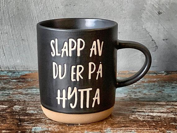 """127061 - Kopp """"Slapp av du er på hytta"""""""