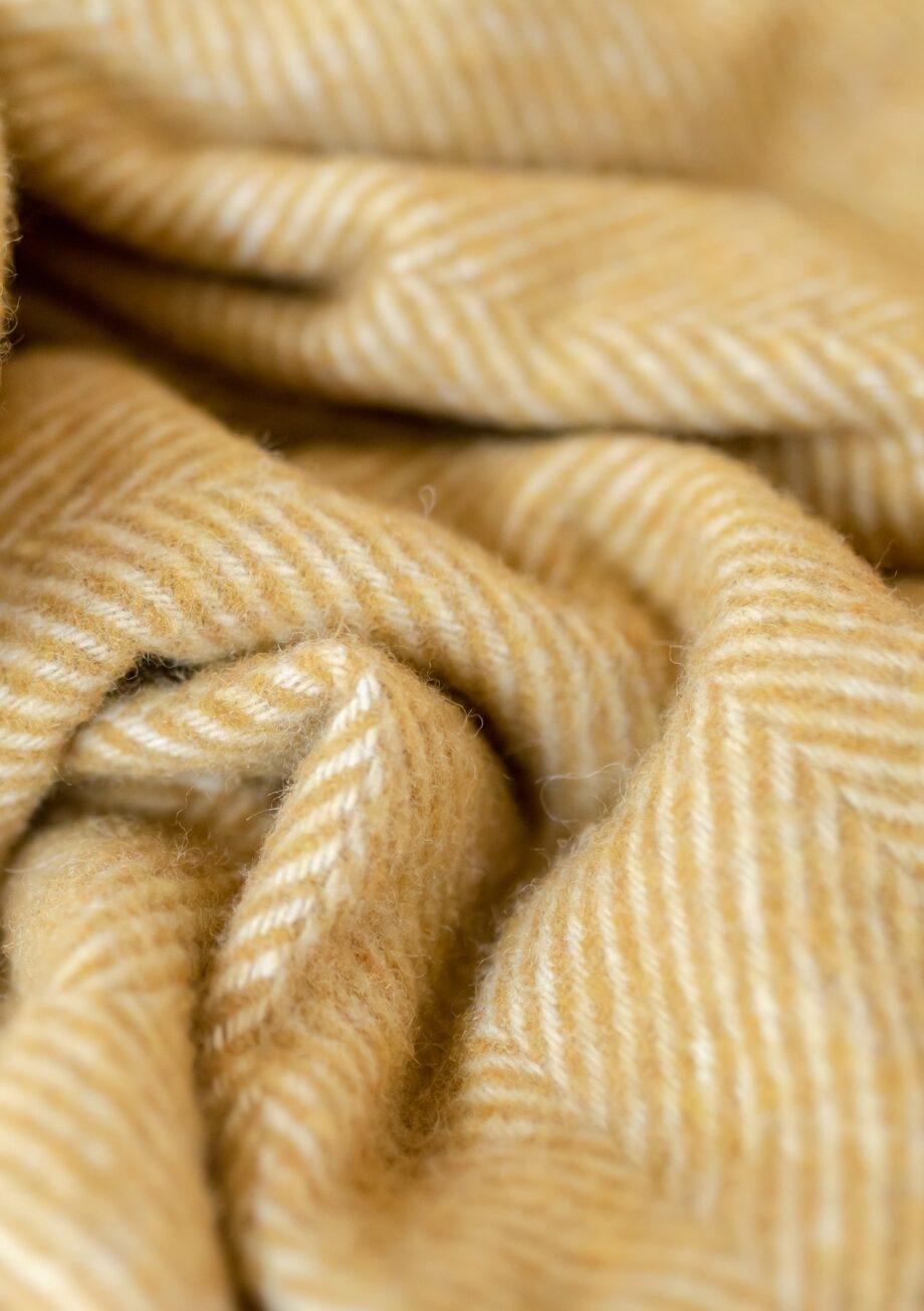 """LRNHBMU04 2 1800x1800 920x1305 - Pledd - """"Mustard Herringbone"""" - Ullmix 145x190 cm"""
